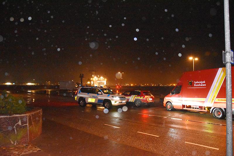Beredskab og frivillige var mødt talstærkt frem på havnen i Nordby.