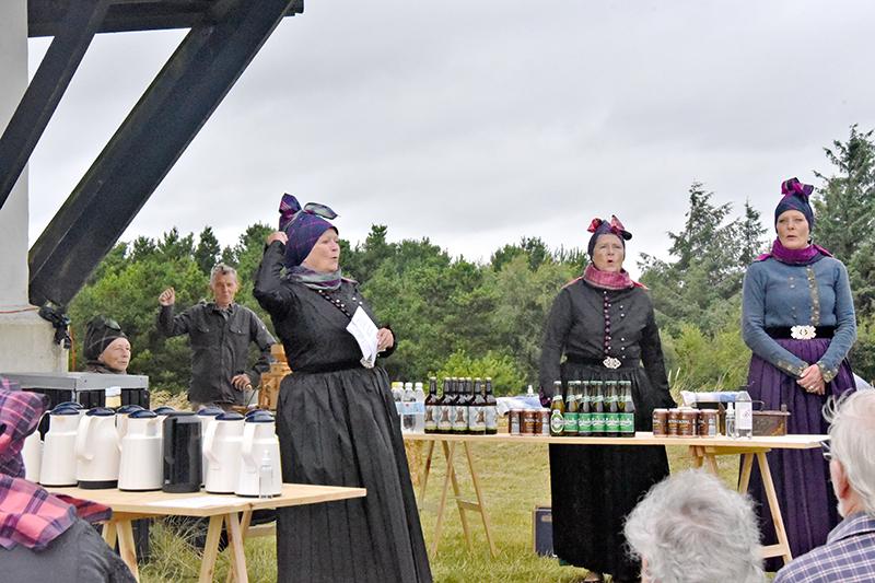 Som formand for Fonden Gamle Sønderho har man mange opgaver. Her ved fejringen af Sønderho Mølles 125-års jubilæum holdt hun tale og udråbte, som set ses, et længe leve.