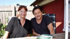 Romantrilogien er resultatet af et tæt samarbejde, fortæller de to forfattere, Lise Ringhof og Erik Valeur.