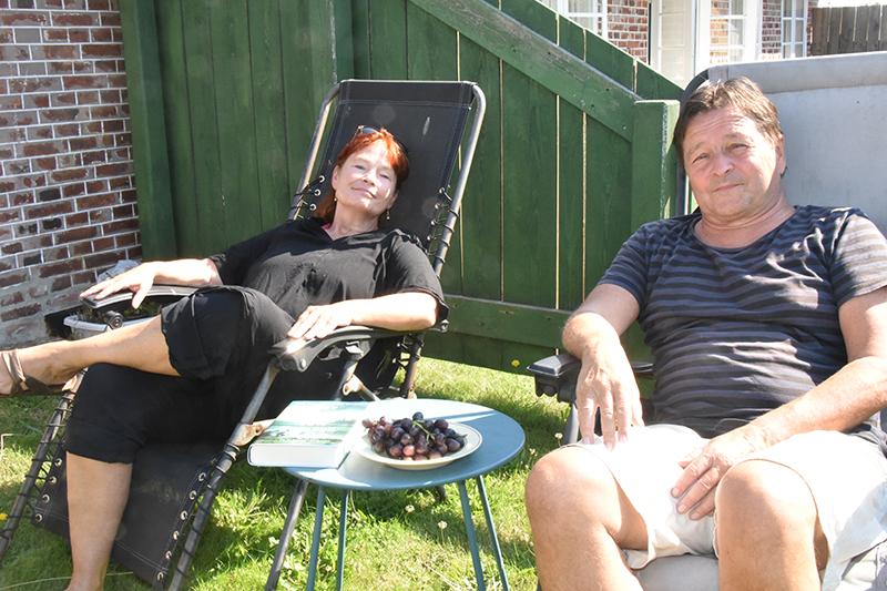Forfatterparret Lise Ringhof og Erik Valeur nyder at bo i Sønderho.