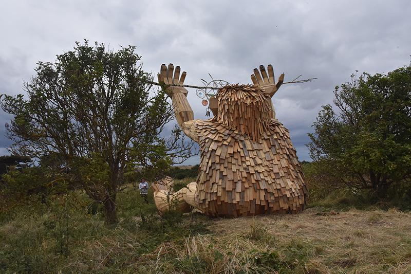 Anker Drømmefanger sidder på en bakketop et par km fra Nordby, men det gør ham ikke let at finde.