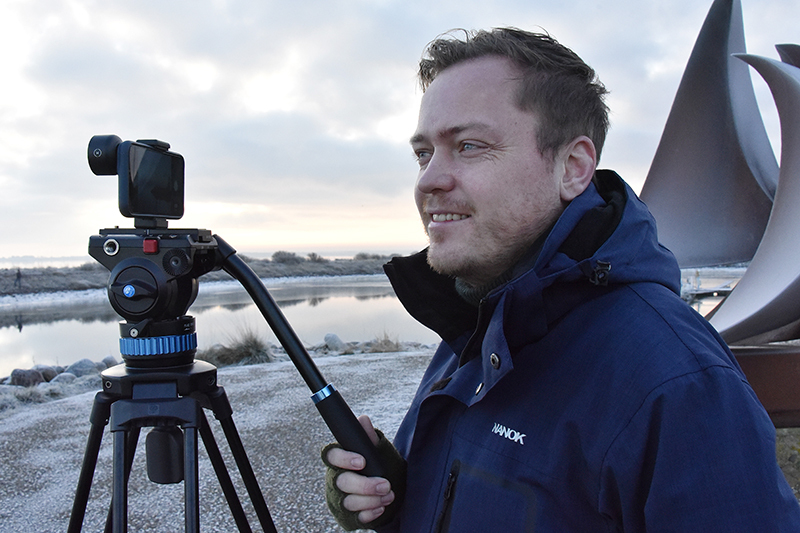 Med det rette udstyr kan Lars Düwel fra WestStream lave flotte produktioner, også udendørs som her på Nordby Havn.