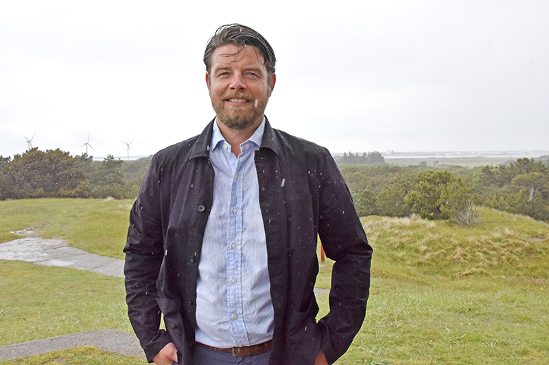 Den konservative spidskandidat Christian Lorenzen kan fra Kikkebjerg se Esbjerg i det fjerne. Men han drømmer ikke om at tilslutte sig Esbjerg Kommune. Økonomisk ansvarlighed er svaret.