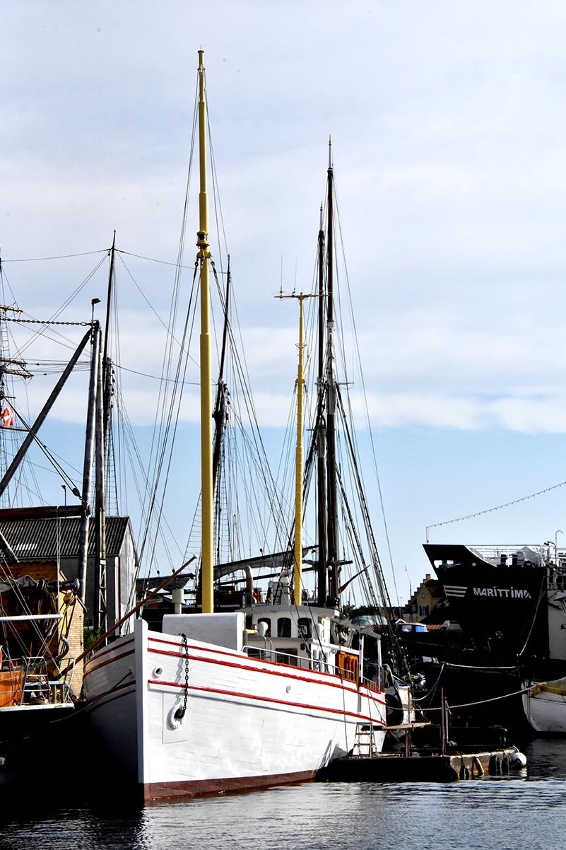 Det smukt restaurerede motorskib Chimera, som i dag ligger ved J. Ring-Andersen Skibsværft i Svendborg, må vente på ny lokalplan og ny kommuneplan.