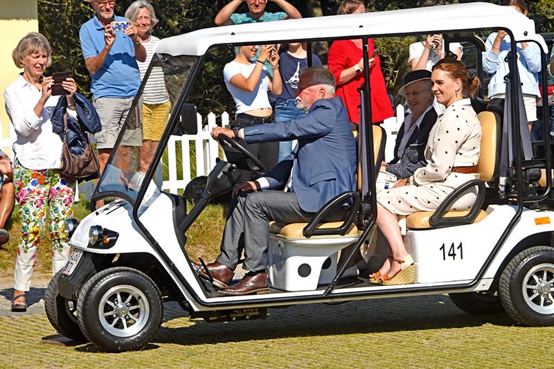 Ingeniør Arne Blaabjerg Jensen, Fanø Kommune, fik æren af at være royal golfvognschauffør under besøget på Fanø.