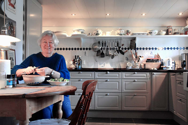 Barbara Cashman i det nyrenoverede køkken.
