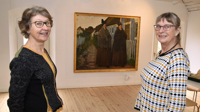 Formand Birgitte Schack Rasmussen t.v. og næstformandog Birgit Knudsen Johan Rohde-maleri.