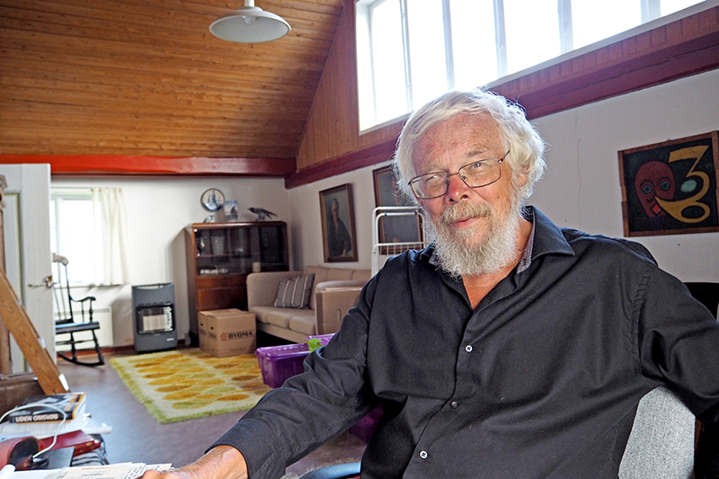 Jørn Henrik Petersen nyder at arbejde med biografien om Bomholt i hans eget hus og at gå ture i de små gyder i Sønderho.