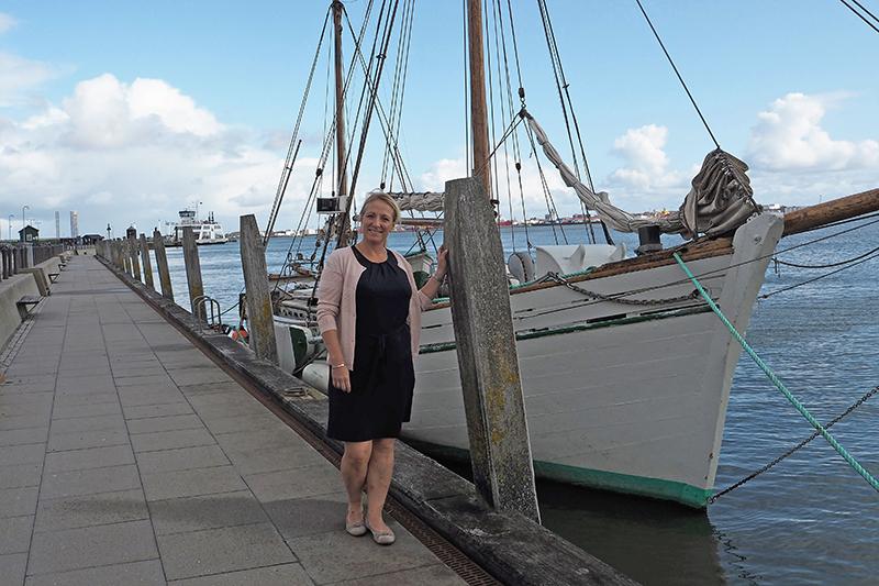 Gæsterne udefra vil ofte gerne ud at sejle, for eksempel med Rebekka.