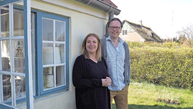 Helle og Anders Bo Groth var køberne, da 'Det gamle røgeri' i Sønderho var med i Hammerslag.