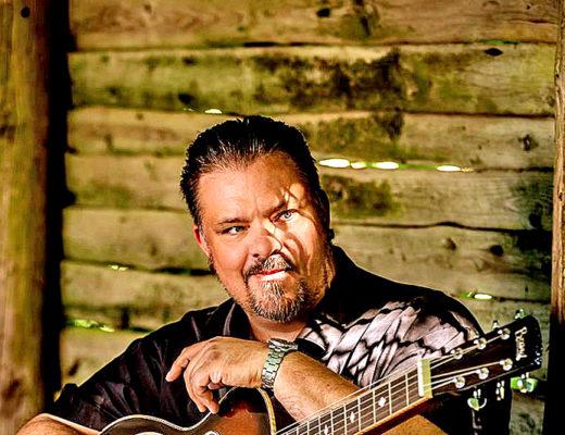 Perry Stenbäck spiller i Sønderho Forsamlingshus fredag den 13. september.