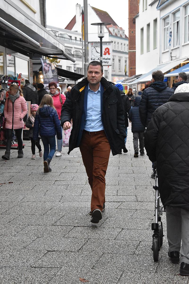 Borgmester Frank Ulrichs (SPD) i Poststrasse, der først i 1970erne blev bilfri gågade.