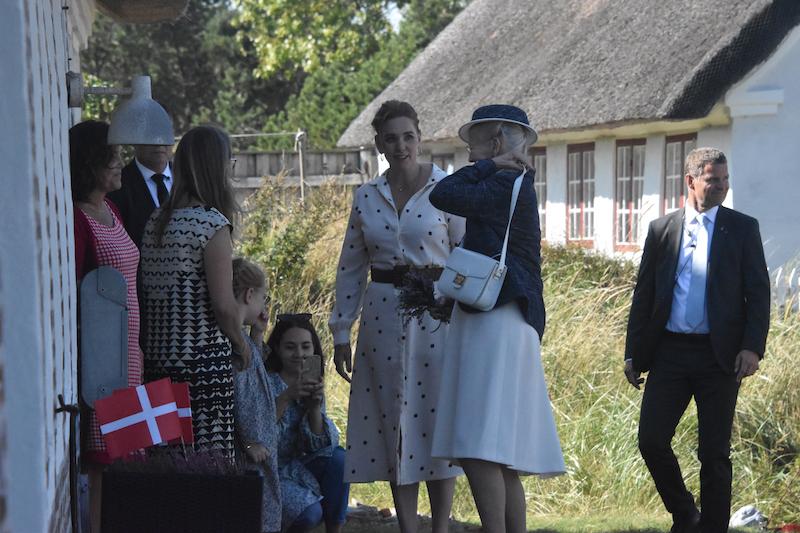 Efter den lille koncert besøgte dronningen Bakskuld.