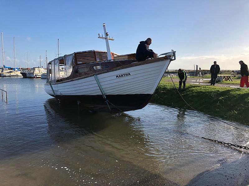 Efter sæsonen blev Martha taget i land i Nordby og fragtet til Sønderho. Næste sommer kan hun sejle mellem de to byer! Foto: Torben Korsgaard.