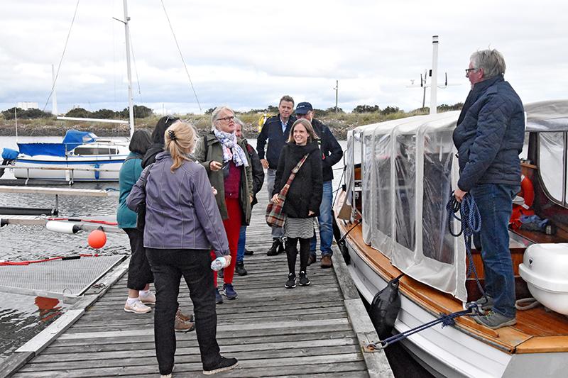 Martha fik sin ilddåb som turbåd for 'strikkedamerne'. Denne gruppe havde fået en havnerundfart, men ville gerne rundt om Fanø næste år.